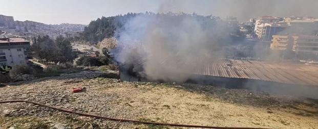 İnşaat konteynerleri alev alev yandı