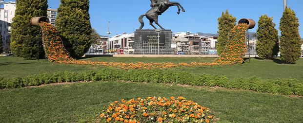 Büyükşehir Aydın'ı çiçeklerle süsledi