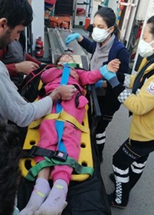 Su kuyusuna düşen çocuğu Aydın Büyükşehir İtfaiyesi Kurtadı